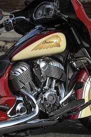 indian motorcycle unveils two tone paint for 2015 chiefs thunder