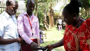 ouverture des bureaux de vote elections en ouganda ouverture dans le désordre des bureaux de vote