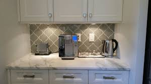 white kitchen cabinets with taupe backsplash taupe arabesque glass mosaic tiles
