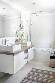 skandinavische möbel moderne badezimmer weiß holzfarbe glas - Badezimmer Weiss