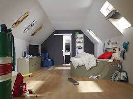 decoration chambre comble avec mur incliné chambre avec plafond en pente 6 peinture chambre 20 couleurs