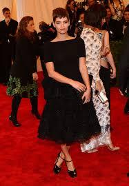 Kristen Wiig Red Flag Best Met Gala Dress Code Theme Rejectors U2014 Vogue Vogue