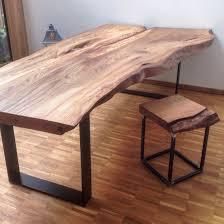 Esstisch Queens Tisch Esszimmer Akazie Schöner Esstisch Mit Baumkante Aus Akazie Massivholz Zum Kleinen