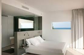 am ager une chambre mansard une salle de bain ouverte dans une chambre à coucher tête de lit