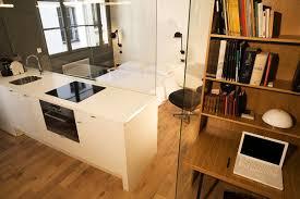 joue meuble cuisine un deux pièces rénové qui joue la carte de la transparence galerie