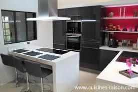 cuisine raison une cuisine blanche et grise très lumineuse cuisines modernes
