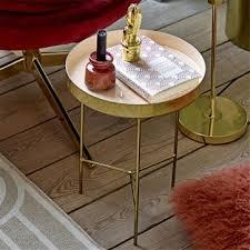 table pour canapé guéridons ou bouts de canapé petites tables d appoint pour le salon