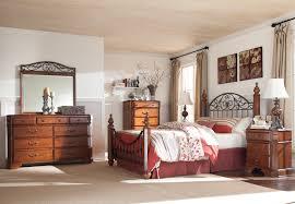 Ashley Signature Bedroom Furniture Wyatt Poster Bedroom Set Marjen Of Chicago Chicago Discount