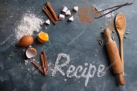 mot de cuisine ustensiles de cuisine en bois avec des épices et mot recette