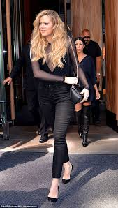 khloé kardashian debuts short lob khloe kardashian debuts sassy new long bob at kim s baby shower