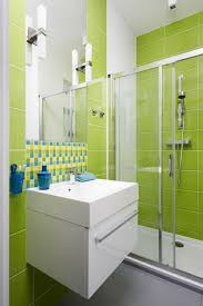 designer waschbeckenunterschrank waschbecken unterschrank grüne badezimmer fliesen ideen modern