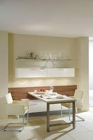 küche hängeschrank sitzgruppe und hängeschrank in hochglanz weiß
