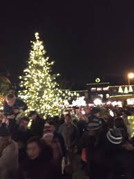 santa arrival and tree lighting country village shops bothell
