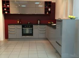 cuisine bordeaux mat cuisine grise avec plan de travail noir idee relooking moderne decor