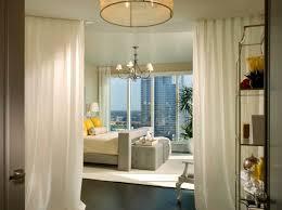 diviser une chambre en deux la séparation de pièce amovible optez pour un rideau