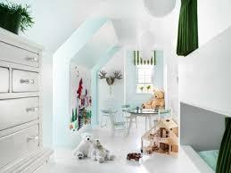 chambre fille blanche aménagement des combles en chambre enfant lumineuse