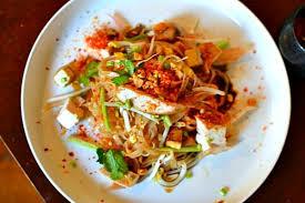 recette cuisine thailandaise traditionnelle recette pad thaï au poulet la recette thaï emblématique