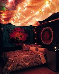 Blog 50 bedrooating idea with Tapestry Canopy and lightsm decor