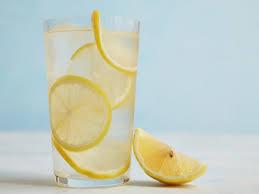 membuat infused water sendiri 5 infused water yang berkhasit untuk mencerahkan kulit