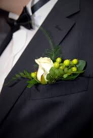 How To Make Corsages And Boutonnieres The Difference Between A Corsage U0026 Boutonniere Hunker