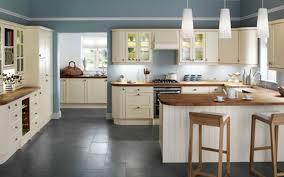 kche zu dunklem boden carolina blaue land weiße küche kabinett laminierte arbeitsplatte