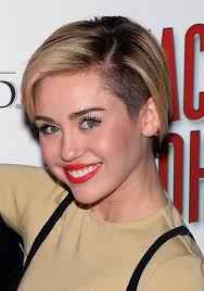 haircuts that show your ears miley cyrus shows us how to really grow out a pixie miley cyrus