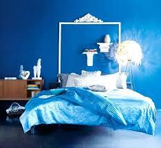 chambre peinte en bleu peinture bleu electrique avec ce mur peint en bleu la salle de