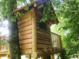 Treehouse Europe - turning fallen timber into a treehouse permaculture magazine