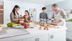 cuisine famille de beaux moments en famille dans la cuisine indesit
