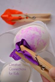 Easter Egg Decorating With Tissue Paper by Painting Easter Eggs With Tissue Paper