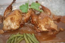 cuisiner des cailles en cocotte cailles aux cepes sauce porto aventures gourmandes