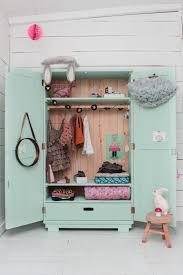 armoire vintage chambre dressing vintage pour chambre d enfant joli tipi