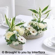 wedding flowers table wedding flowers germini curved table centrepiece