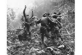Famous Picture Of Soldiers Putting Up Flag The Best Photo From Vietnam U0027 One Photographer U0027s Defining Image Of