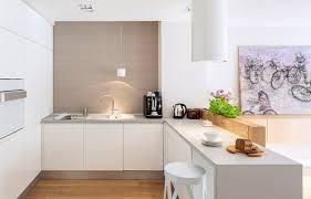 cuisine blanche plan travail bois design interieur cuisine moderne blanche accents bois plan travail