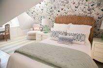schlafzimmer mit dachschrge gestaltet angenehm tapete schlafzimmer schräge mit dachschräge schöne
