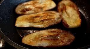 cuisiner aubergine a la poele sandwich aubergines et oeufs sabih irak la tendresse en cuisine