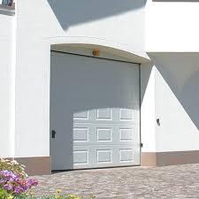 porta box auto le confortevoli porte sezionali per garage e box auto in legno