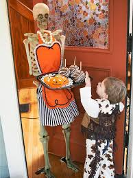 Halloween Decorating Ideas With Skeletons by 86 Best Skeleton Decorating Images On Pinterest Halloween Ideas