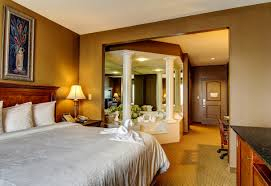 room cool hotels in hampton va with jacuzzi in room