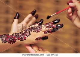 artist applying henna tattoo on women stock photo 490594969
