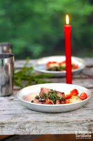 origan frais en cuisine la cuisine de cing boeuf grillé et condiment aux herbes aromatiques