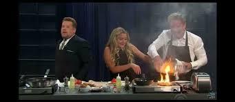 cuisine télé le chef gordon ramsay met le feu à la cuisine d une télé en ratant