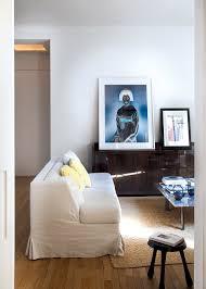 canapé petit salon petit salon minimaliste style japonisant avec un canapé droit