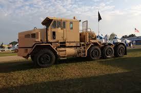 1999 oshkosh m1070 heavy equipment transporter tractor truck on