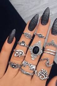 25 photos to show you that black nail polish is dark yet chic