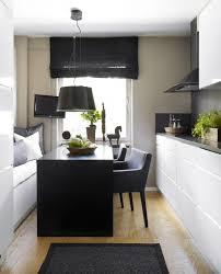 küche einrichten kleine küche simple und schlicht in schwarz weiß einrichten