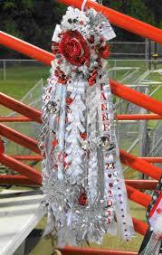 homecoming corsages teki 25 den fazla en iyi homecoming corsage fikri