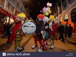 londonderry nordirland 31 oktober 2015 menschen in halloween