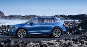 volkswagen tiguan 2017 2017 volkswagen tiguan is larger and lighter autoguide com news